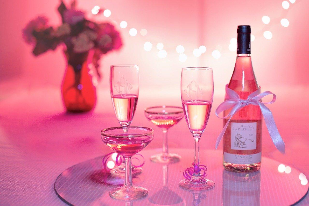 pinker Wein trinken edel Getränk was zeichnet edlen Wein aus